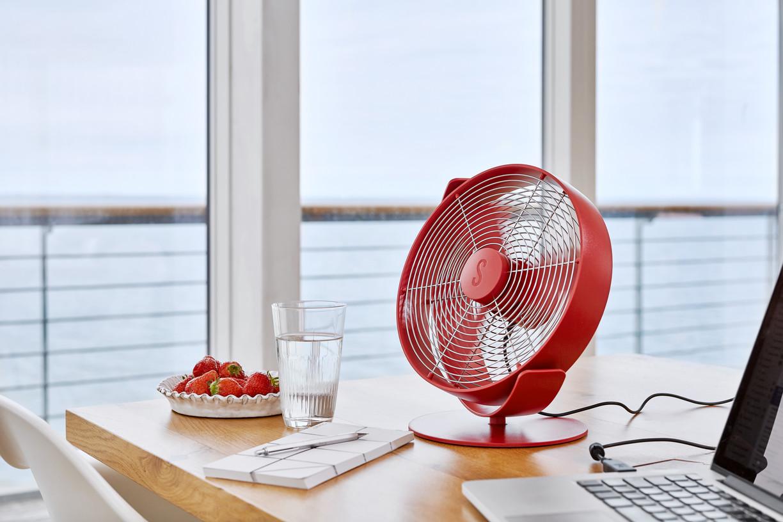 Вентилятор настольный Stadler Form Tin Chili Red lifestyle landscape2