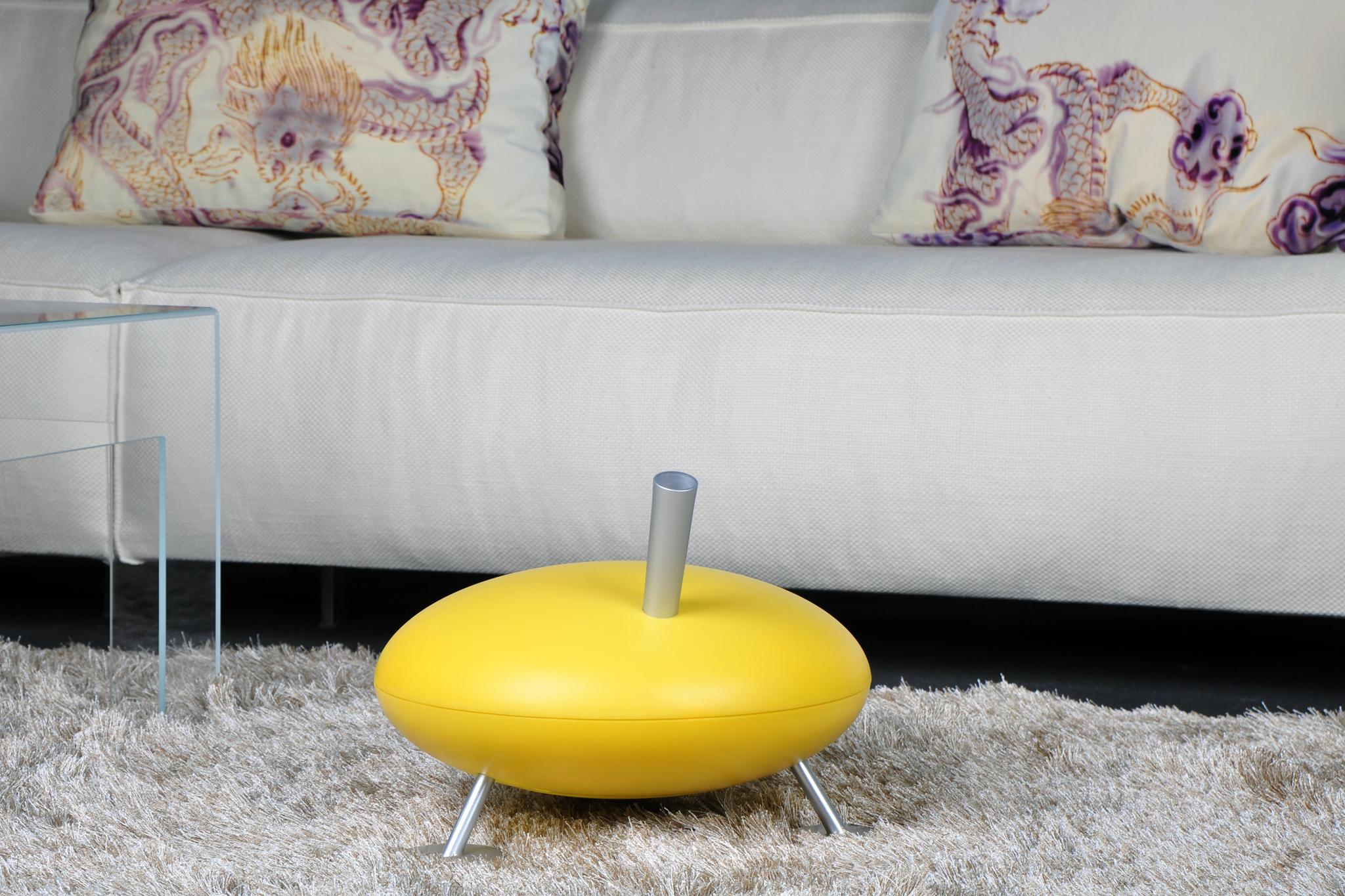 Паровой увлажнитель воздуха Stadler Form Fred Honeycomb Желтый F-014EH вид в интерьере с белой мебелью